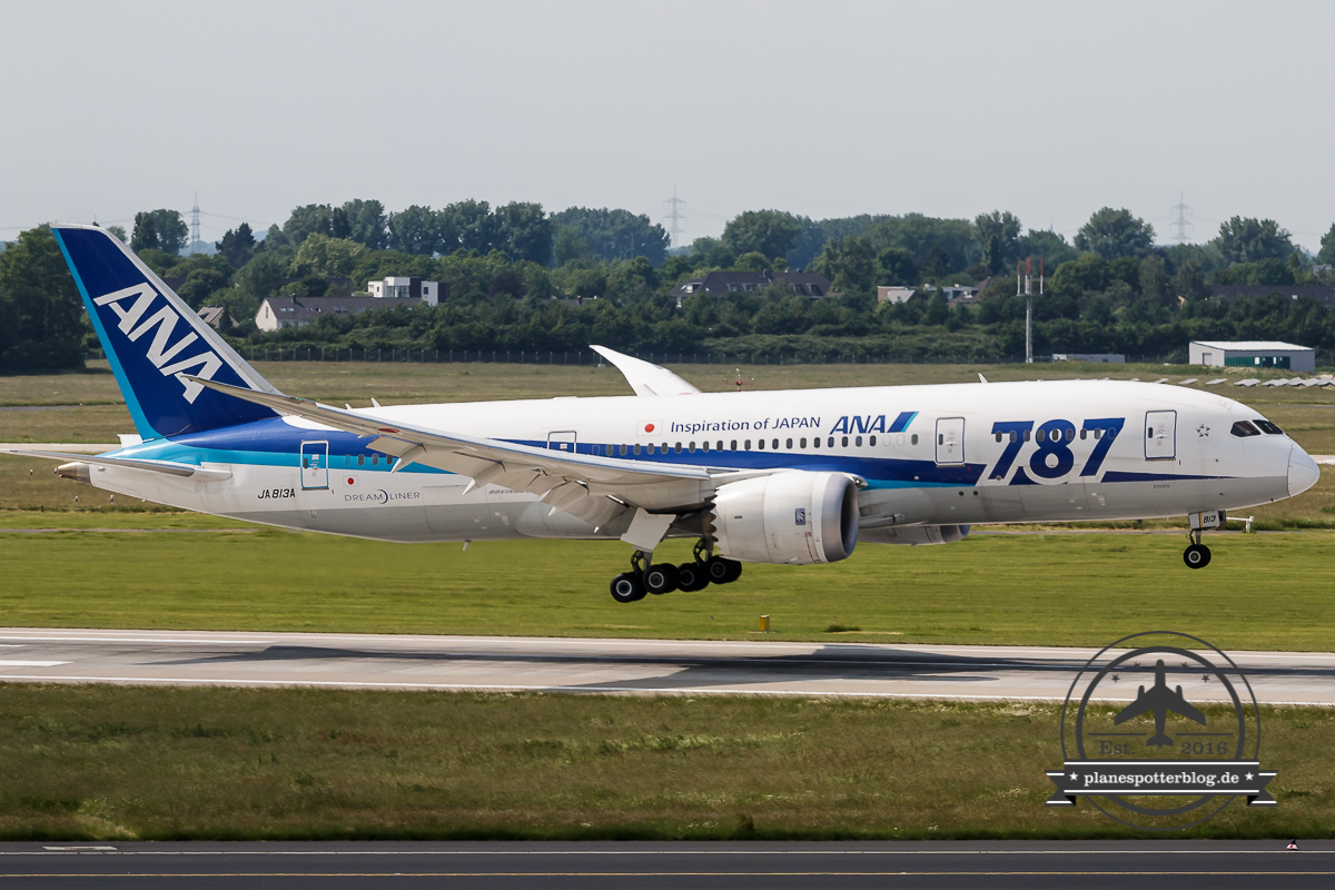 ANA Boeing 787-8 JA813A