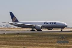 Boeing 777-200 United
