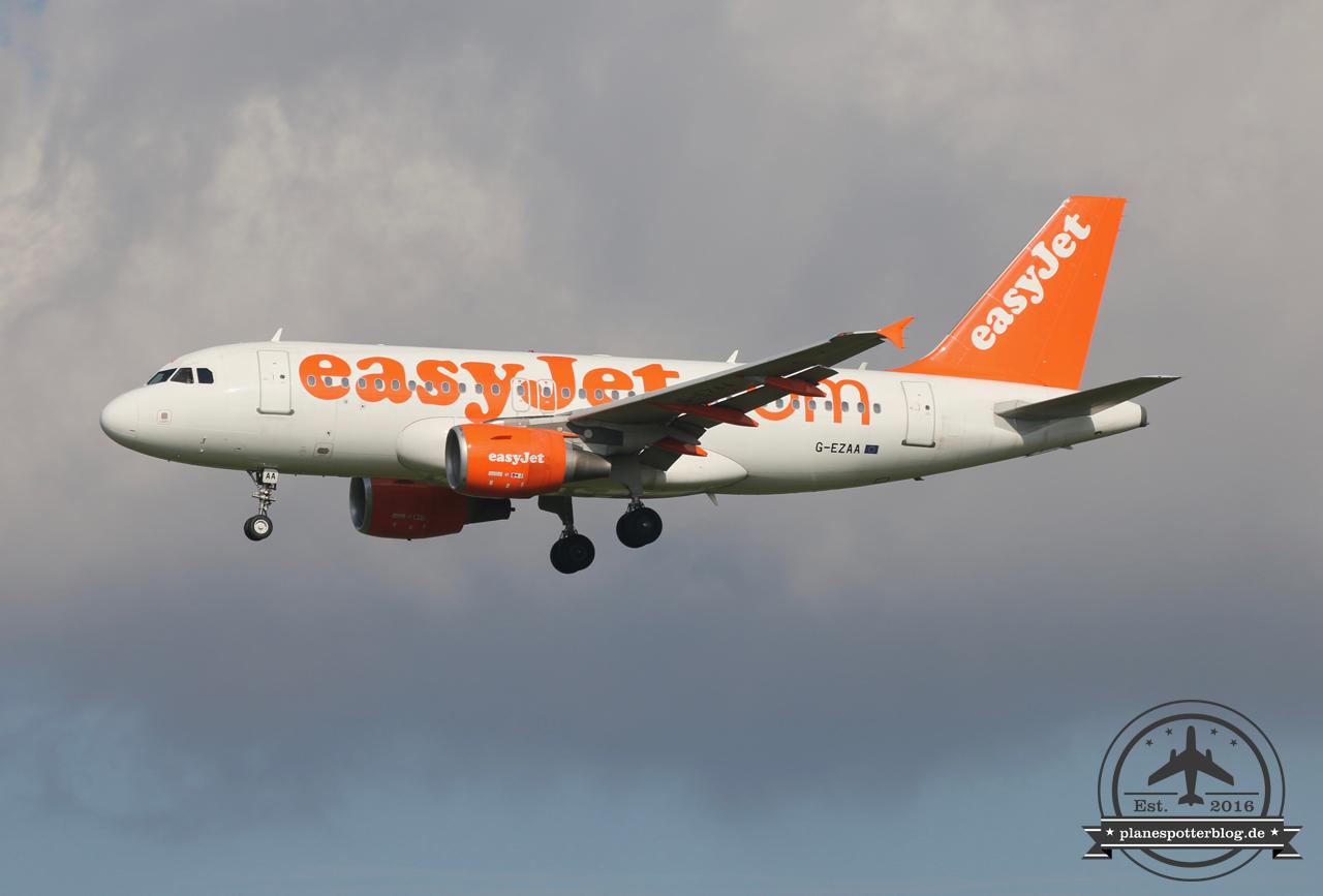 EasyJet A319 G-EZAA