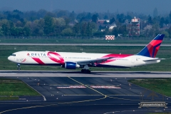 Delta Airlines B767-400ER N845MH Brest Cancer Relief Fund