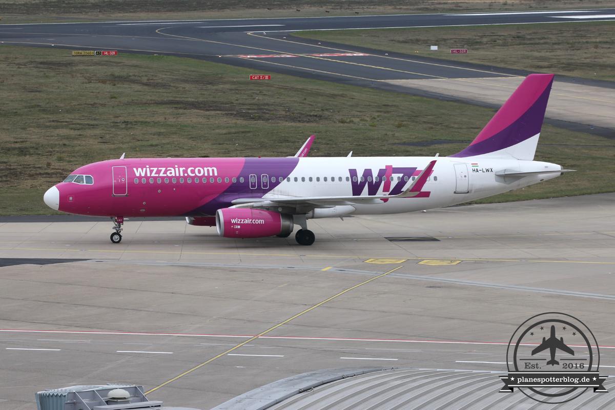 Wizz A320 HA-LWX