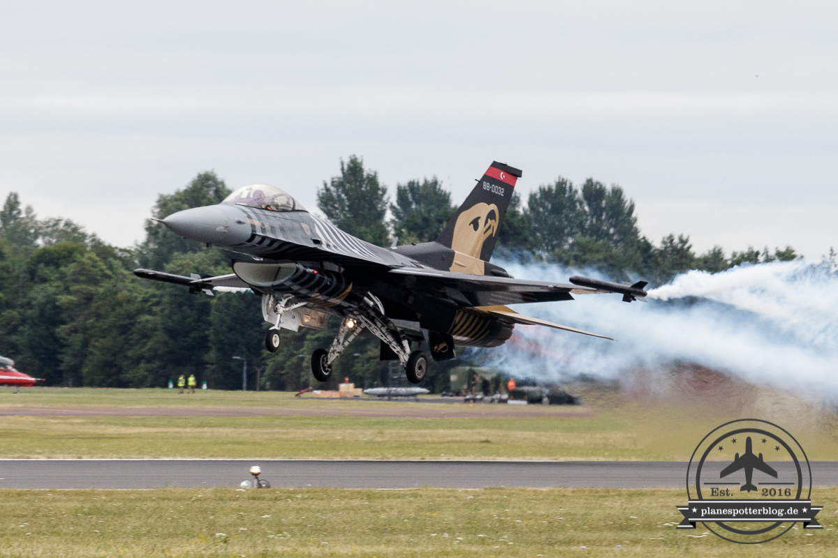 RIAT Turkish Air Force F-16C 88-0032 SOLOTÜRK